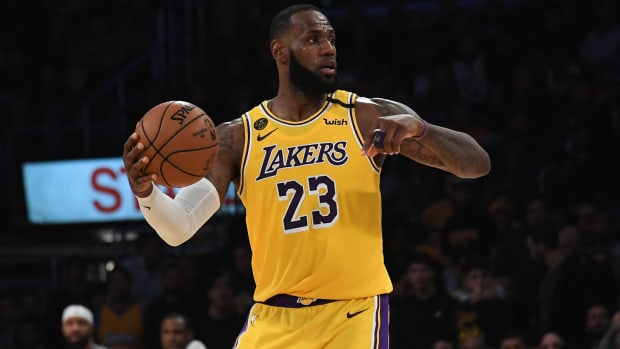 lebron-james-lakers-staples