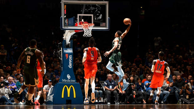 giannis-bucks-thunder-dunk