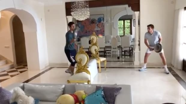 Novak Djokovic plays tennis in his house with frying pans