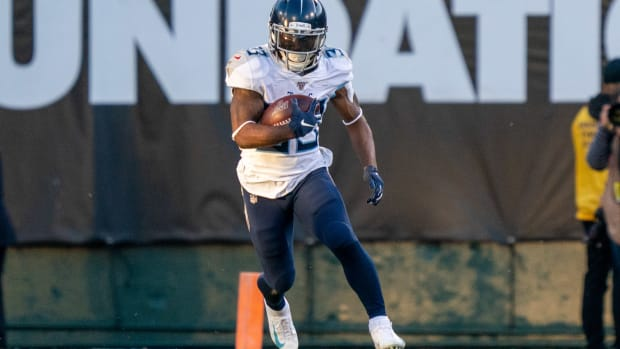 December 8, 2019; Oakland, CA, USA; Tennessee Titans running back Dion Lewis (33) during the fourth quarter against the Oakland Raiders at Oakland Coliseum.