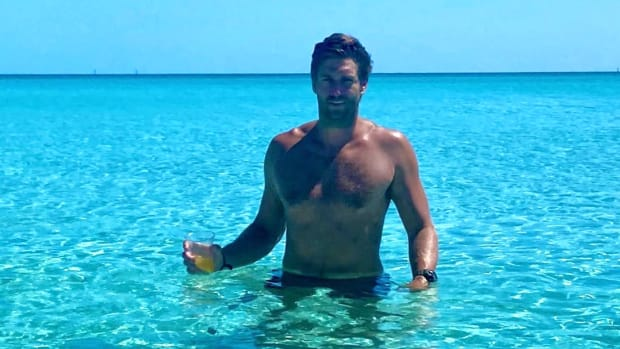 Former NFL QB Jay Cutler in the water in the Bahamas during the Coronavirus crisis