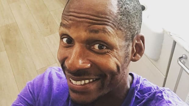 Selfie of former NBA player Ray Allen showing his receding hairline