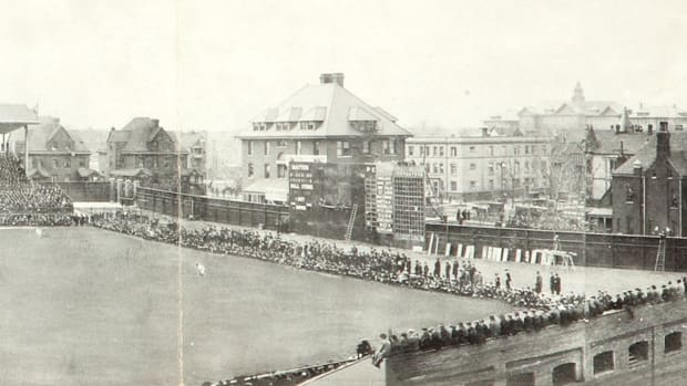 Weeghman_Park_Outfield_April_1914