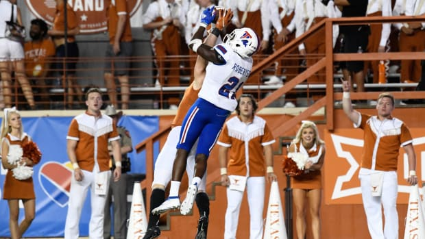 Texas Longhorns wide receiver Jake Smith (16) attempts to make a catch with Louisiana Tech Bulldogs cornerback Amik Robertson (21) defending in the second half at Darrell K Royal-Texas Memorial Stadium.