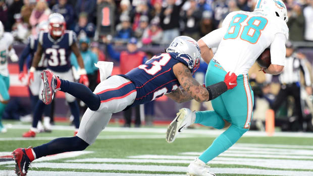 Dolphins tight end Mike Gesicki scores the game-winning touchdown in the 2019 season finale at New England
