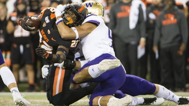 Joe Tryon had a big day against Oregon State, coming up with 4.5 tackles for loss.