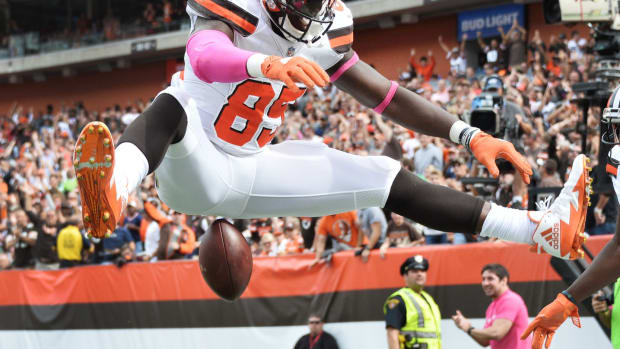 Oct 8, 2017; Cleveland, OH, USA; Cleveland Browns tight end David Njoku (85) celebrates his third quarter touchdown catch during the third quarter against the New York Jets at FirstEnergy Stadium. Mandatory Credit: Ken Blaze-USA TODAY Sports