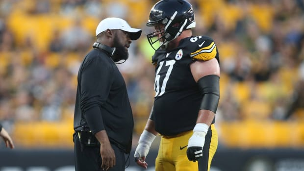 Pittsburgh Steelers head coach Mike Tomlin (left) talks with offensive guard B.J. Finney (67) against the Tampa Bay Buccaneers during the second quarter at Heinz Field.