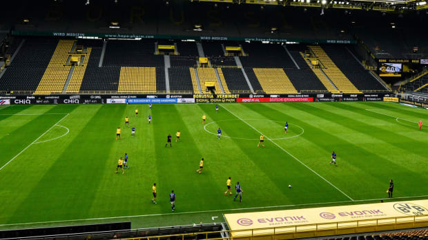 Dortmund-Schalke-Bundesliga-Back