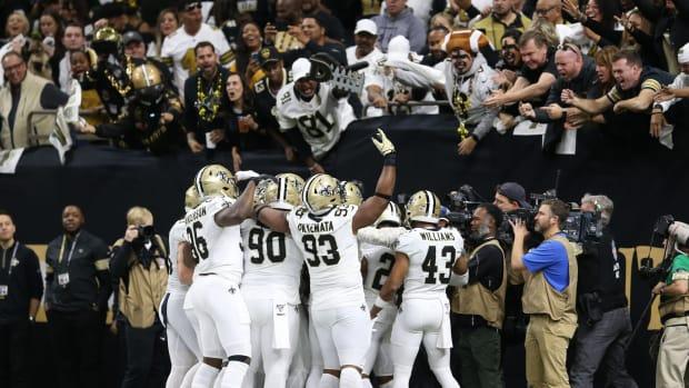 New Orleans Saints Fans celebrate touchdown