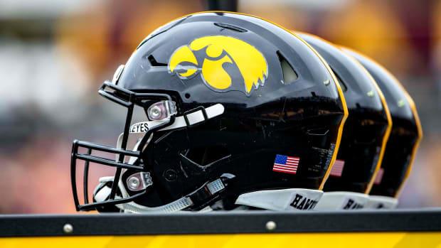 iowa-football-helmet