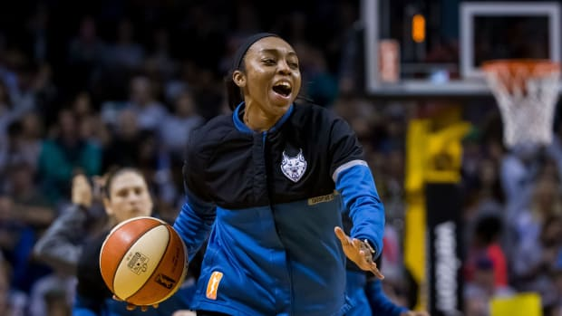 Renee Montgomery before the game against the Los Angeles Sparks
