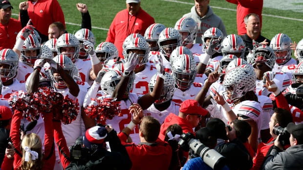 Ohio State football huddle before Maryland game in 2019