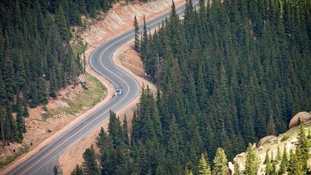 pikes-peak-international-hill-climb-lead