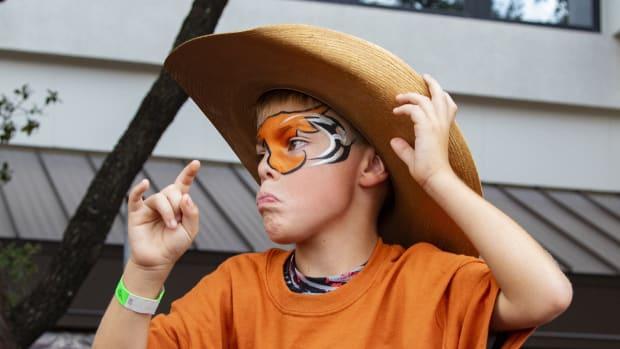 Texas Fan Broll62