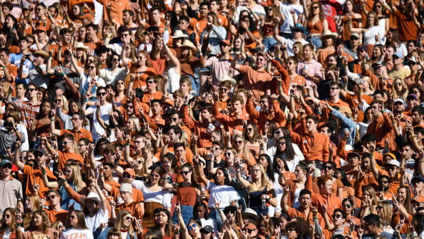Texas Fan Broll 6