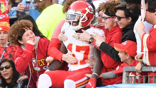 Kansas City Chiefs wide receiver Mecole Hardman (17) celebrates his touchdown with fans during the fourth quarter against the Tennessee Titans at Nissan Stadium Sunday, Nov. 10, 2019 in Nashville, Tenn. An51316