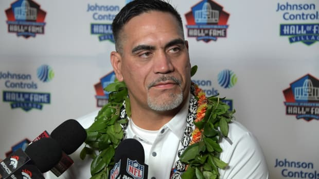Kevin Mawae speaks at a press conference at McKinley High.