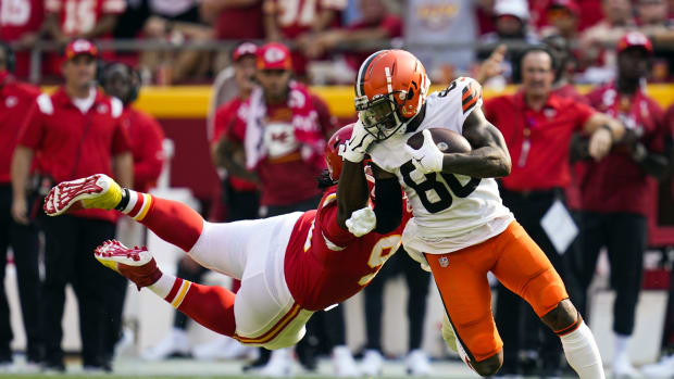 Sep 12, 2021; Kansas City, Missouri, USA; Kansas City Chiefs nose tackle Derrick Nnadi (91) is called for a facemask penalty on Cleveland Browns wide receiver Jarvis Landry (80) during the first half at GEHA Field at Arrowhead Stadium. Mandatory Credit: Jay Biggerstaff-USA TODAY Sports
