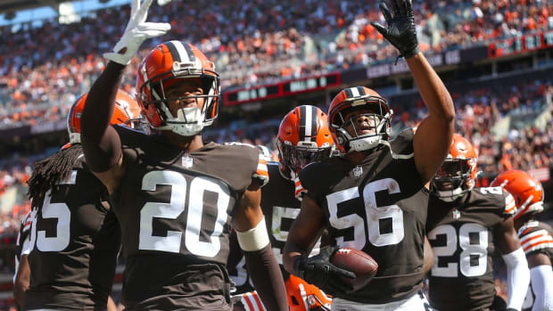 Cleveland Browns outside linebacker Malcolm Smith (56) celebrates with the defense after intercepting a pass thrown by Houston Texans quarterback Davis Mills (10) during the second half of an NFL football game, Sunday, Sept. 19, 2021, in Cleveland, Ohio. [Jeff Lange/Beacon Journal] Browns 11
