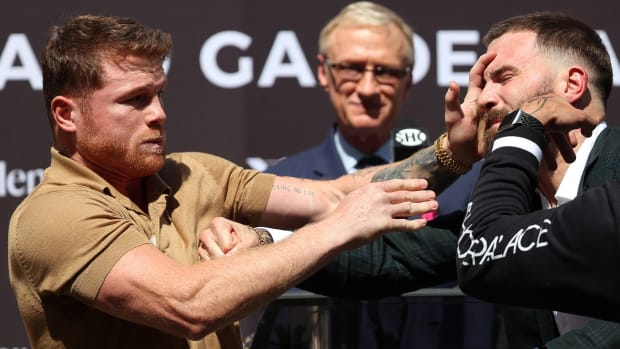 Canelo Álvarez and Caleb Plant trade punches at press conference ahead of fight