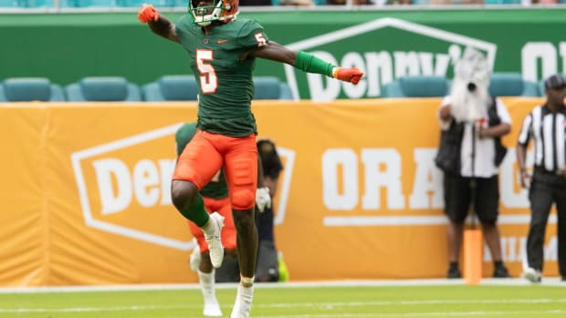 FAMU safety Markquese Bell (5) celebrates a sack during the Orange Blossom Classic between Florida A&M University and Jackson State University at Hard Rock Stadium in Miami Gardens, Fla. Sunday, Sept. 5, 2021. Orange Blossom Classic 090521 Ts 877