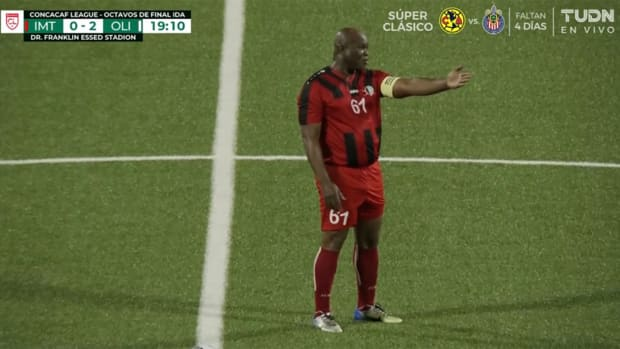 Suriname's VP plays in a Concacaf League match