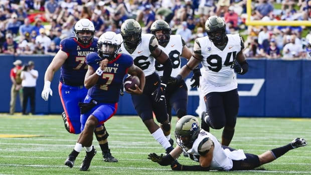 Sep 11, 2021; Annapolis, Maryland, USA; Navy Midshipmen quarterback Xavier Arline (7) runs during the first half against the Air Force Falcons at Navy-Marine Corps Memorial Stadium. Mandatory Credit: Tommy Gilligan-USA TODAY Sports
