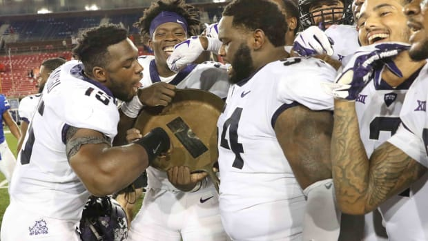 TCU beats SMU to keep possession of the Iron Skillet in 2018.