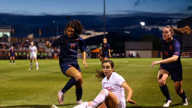 Syracuse women's soccer fell to Louisville in the final minute