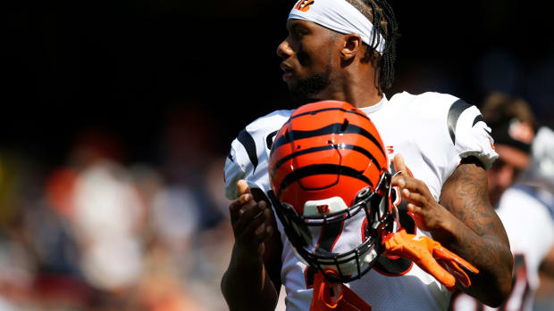 Cincinnati Bengals running back Joe Mixon (28) prepares for the first quarter of the NFL Week 2 game between the Chicago Bears and the Cincinnati Bengals at Soldier Field in Chicago on Sunday, Sept. 19, 2021. The Bears led 7-0 at halftime.  Cincinnati Bengals At Chicago Bears