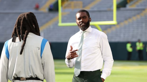 Randy Moss talks with Detroit Lions running back Jamaal Williams (30) before the Green Bay Packers game against the Detroit Lions at Lambeau Field in Green Bay on Monday, Sept. 20, 2021.  Cent02 7hmlz1hmeoi1cqfe8etz Original