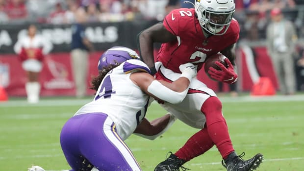 Arizona Cardinals running back Chase Edmonds (2) is tackled by Minnesota Vikings middle linebacker Eric Kendricks (54) during the first quarter in Glendale, Ariz. Sept. 19, 2021.  Cardinals Vs Vikings