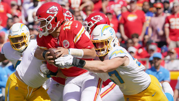 nfl-chiefs-lose-chargers-mahomes-bosa