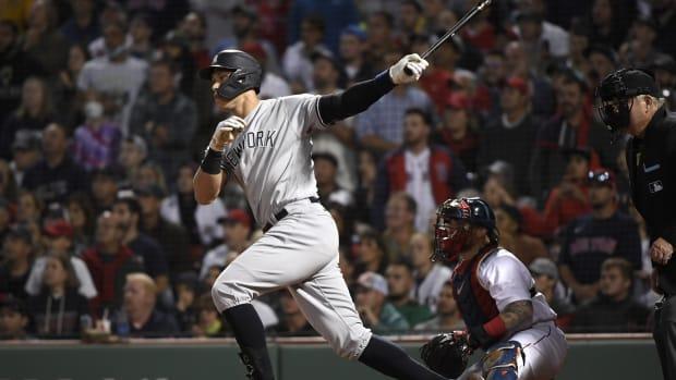 Yankees RF Aaron Judge hitting at Fenway Park