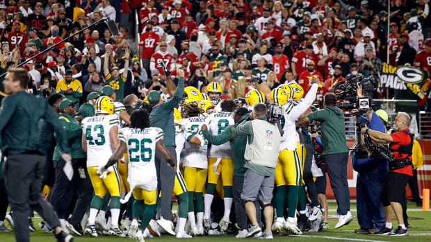 Packers celebrate after beating 49ers.
