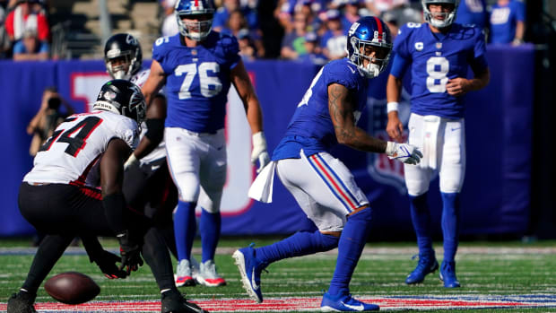 New York Giants tight end Evan Engram (88) misses a pass from quarterback Daniel Jones (8) late in the second half at MetLife Stadium on Sunday, Sept. 26, 2021, in East Rutherford.