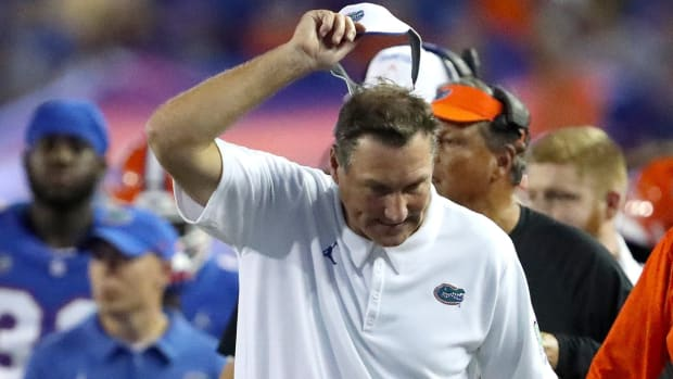 Florida Gators head coach Dan Mullen gets ready to throw his visor after a frustrating moment during the football game between the Florida Gators and Tennessee Volunteers, at Ben Hill Griffin Stadium in Gainesville, Fla. Sept. 25, 2021.  Flgai 092521 Ufvs Tennesseefb 48a