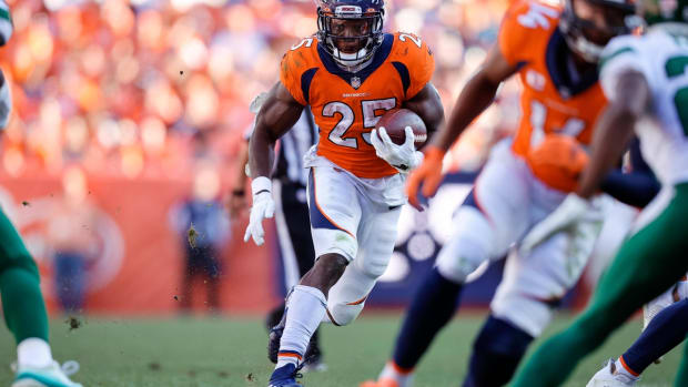 \Sep 26, 2021; Denver, Colorado, USA; Denver Broncos running back Melvin Gordon III (25) runs the ball in the fourth quarter against the New York Jets at Empower Field at Mile High. Mandatory Credit: Isaiah J. Downing-USA TODAY Sports