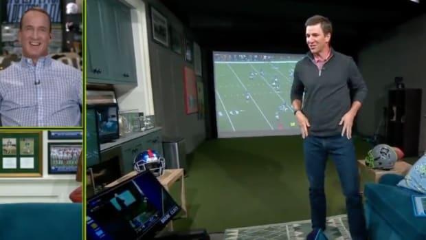 Screenshot of Peyton and Eli Manning's alternate Monday Night Football broadcast on ESPN2