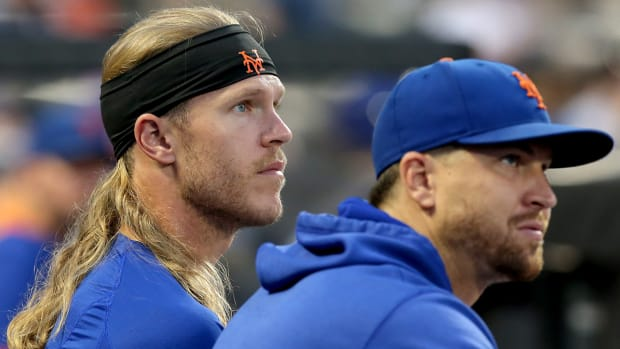 Noah Syndergaard (left) and Jacob deGrom (right) with the Mets.