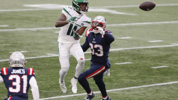 Jets WR Denzel Mims catching pass