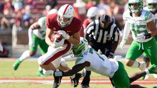 Stanford TE Benjamin Yurosek is tackled by Oregon
