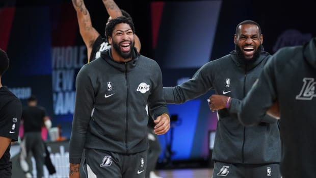 lakers-laughing