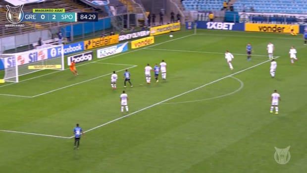 Douglas Costa's incredible long-range goal vs Sport Recife