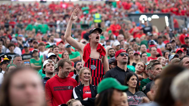 Cincinnati Bearcats fans screams in the second half of the NCAA football game on Saturday, Oct. 2, 2021, at Notre Dame Stadium in South Bend, Ind. Cincinnati Bearcats defeated Notre Dame Fighting Irish 24-13. Cincinnati Bearcats At Notre Dame Fighting Irish 223
