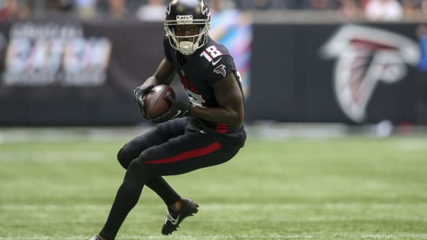 Falcons wide receiver Calvin Ridley makes catch