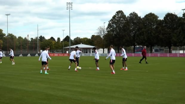 Goretzka, Kimmich, Müller and Co. skilling around in Bayern training