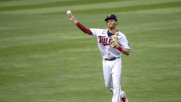 Minnesota Twins shortstop Andrelton Simmons throws