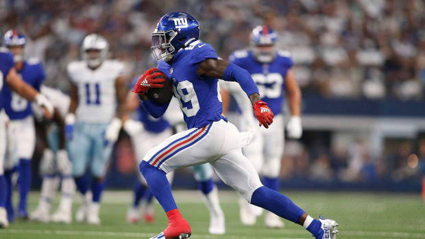 Kadarius Toney catches a pass with the Giants.
